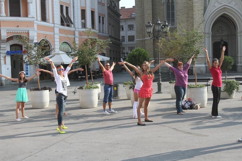Plesni spektakl na festivalu uličnih svirača, Novi Sad