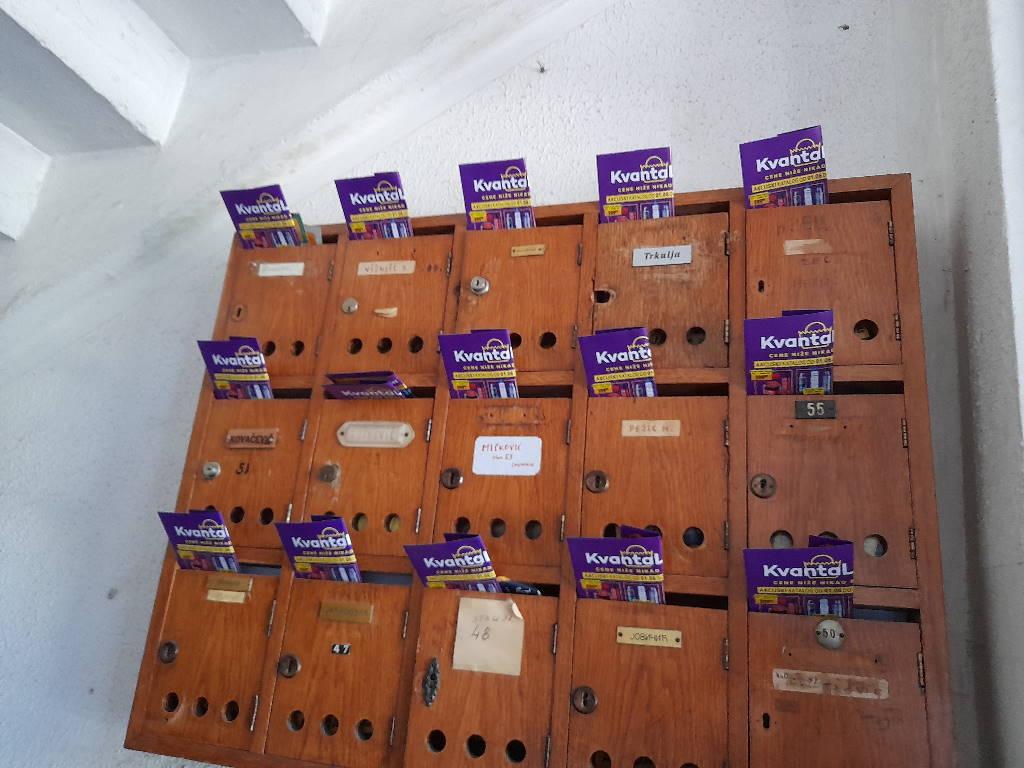 Podela flajera za Kvantalux u Novom Sadu